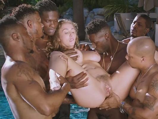 Imagen Gang Bang con muchos negros con gran pene con el sexo blanco