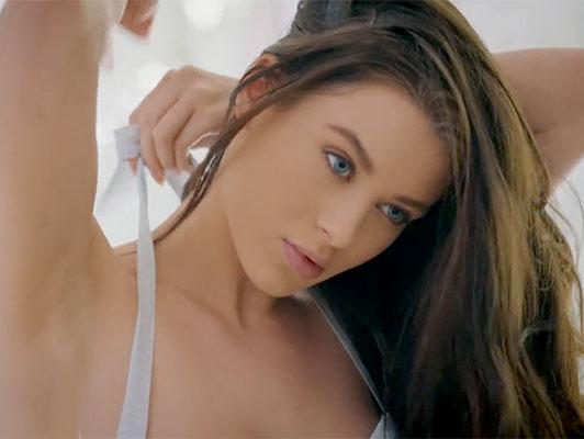 Imagen Follando con el adolescente sexy con grandes tetas naturales Lana Rhoades
