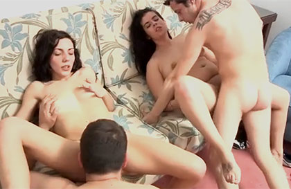 Imagen Dos parejas de aficionados en un video sexual de intercambio sexual