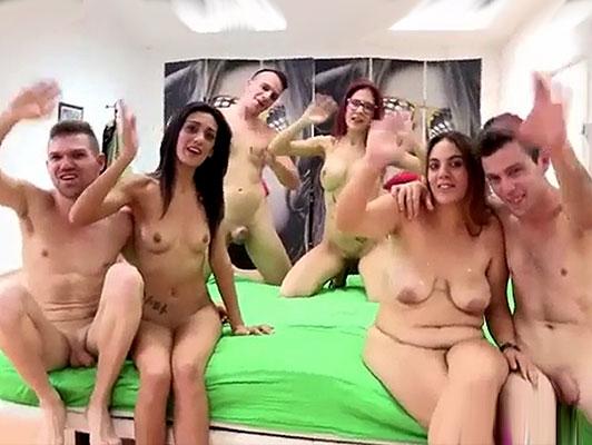Imagen Español porno casero, Orgia con tres parejas amateurs follando en un video porno casero