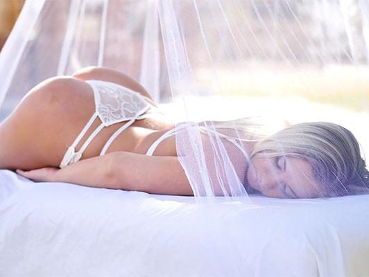Peliculas porno con ropa sexy Dos Chicas En Ropa Interior Atractiva En Un Video Porno Sensual Haciendo Trio Con Su Amigo