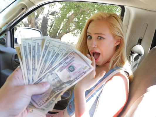 Imagen Adolescente rubia acepta dinero para chupar y follar polla gruesa de su vecino, en el coche