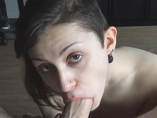 imagen Mamada de una pareja amateur en vídeo porno casero
