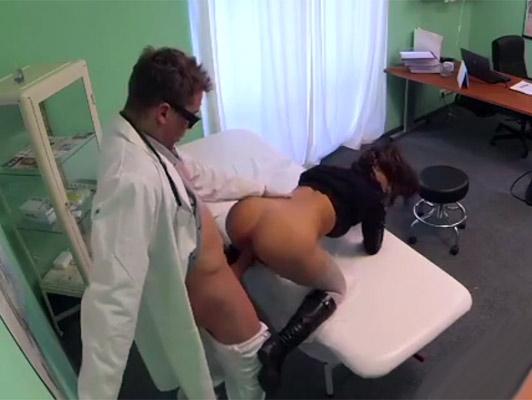 imagen Cámara oculta en un testigo del hospital de una morena follada paciente con un culo perfecto
