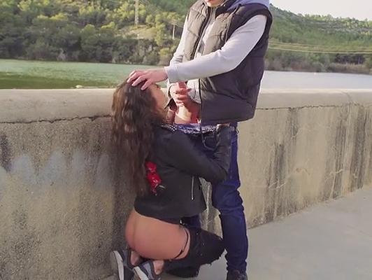 Imagen Español chupa la polla a su novio en la calle.