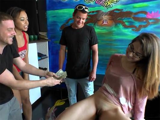 Imagen Follando con chicas anonimas seducidos por dinero en la calle