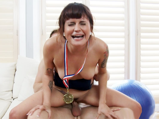 Imagen deporte sexual con un atleta olimpico que quiera una buena carga de semen en su boca