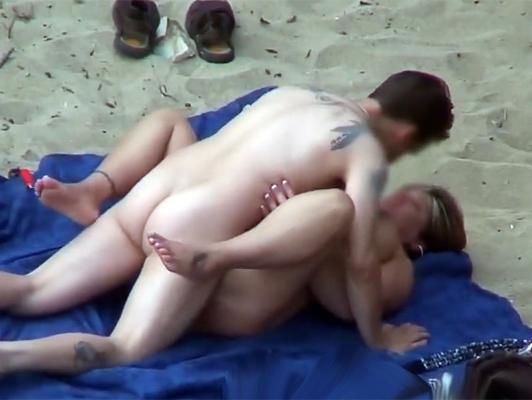 Imagen Video porno voyeur de una pareja follando en la playa
