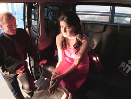 Imagen Inocente joven capturado y follada en la furgoneta