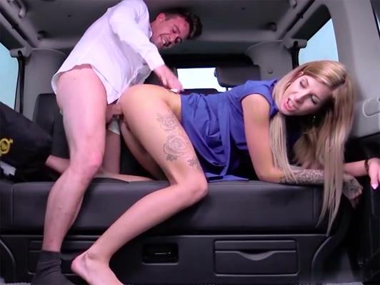 Imagen puto Checo desconocido en el asiento de atras del coche
