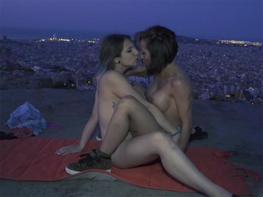 Imagen sexo lesbico en publico en las calles de Barcelona