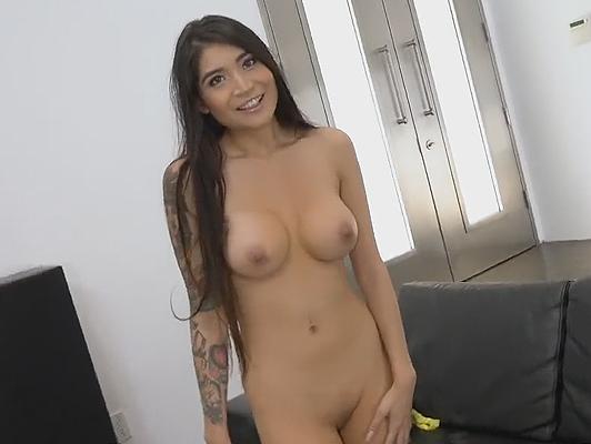 Imagen sexo duro con su amiga con tetas pequeñas