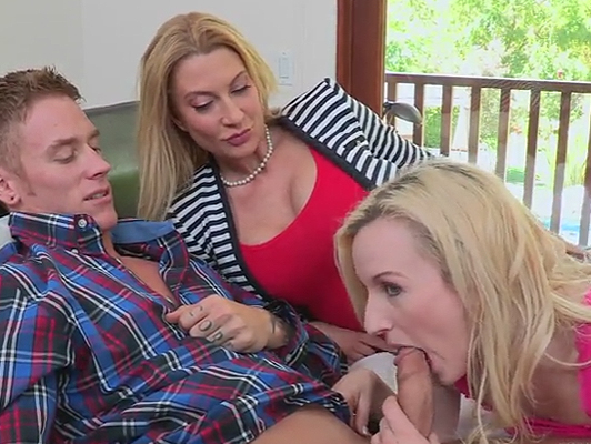 Imagen Madre se une a su hija cuando folla con su novio