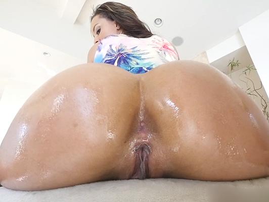 Imagen Disfrutando de una morena culo de una latina caliente