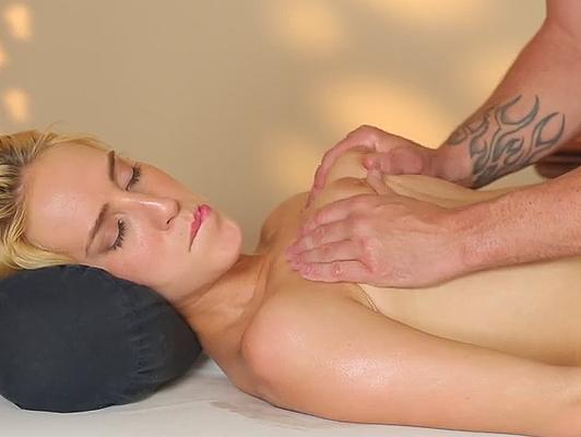 Imagen masaje fantasia sexual en el spa de lujo
