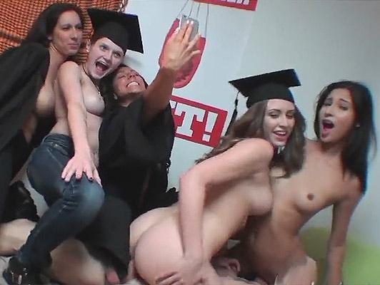 Imagen Universitarios chicas universitarias folla duro con su conserje