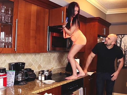 Imagen Follando en la cocina con la pequena hermanastra