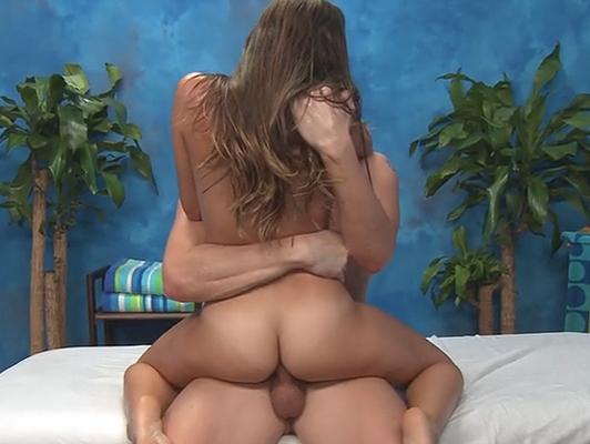 Imagen Follando en la mesa de masaje con una gran morena culo