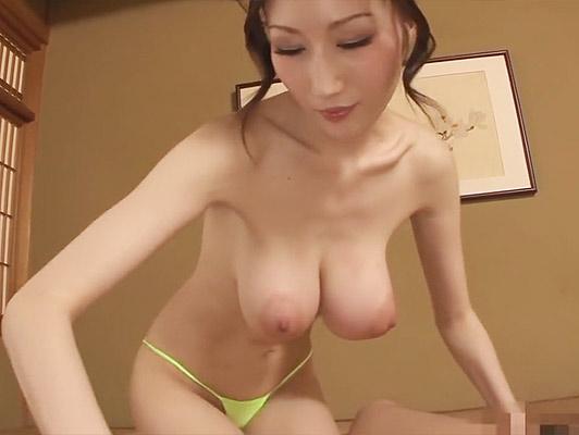 Imagen Muchacha japonesa con grandes tetas y pezones hinchados