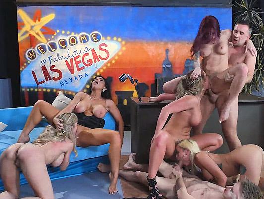 Imagen Orgia con estrellas de la pornografia en un programa de television emitiendo en vivo y en directo