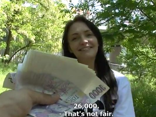 Imagen Checa atrapado en las cogidas de la calle por dinero