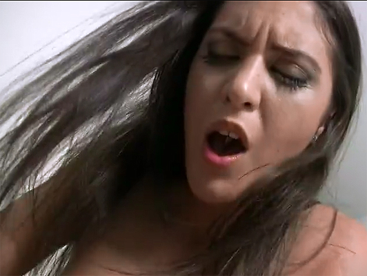 Imagen video porno privada de Carolina Abril follando con Robin Reid