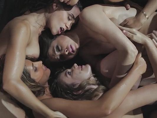 Imagen Orgía entre las niñas en video porno lésbico