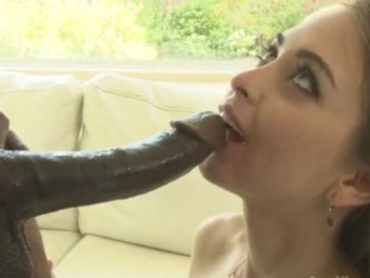 Imagen Riley Reid le encanta asfixia en una enorme verga