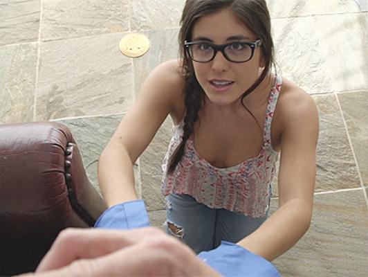 Imagen Descarado ofertas nina sexuales con gafas de abuelita para el perdon