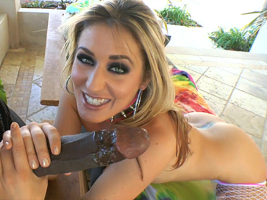imagen Bomba rubia tiene sexo anal interracial con una gran verga