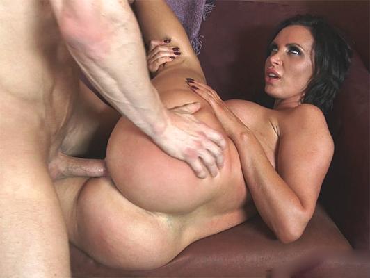 Imagen sexo hardcore con un gran culo y tetona madura