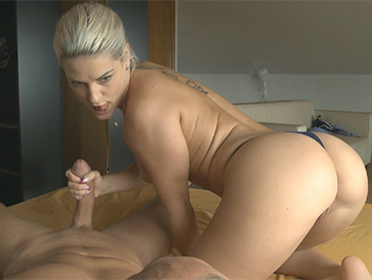 imagen Una chica Checa rubia con culo perfecto haciendo una paja espectacular