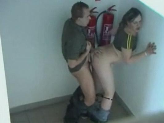 Imagen Vouger filmar una puta joven pareja en la parte trasera de una tienda de café que se traga todo el esperma