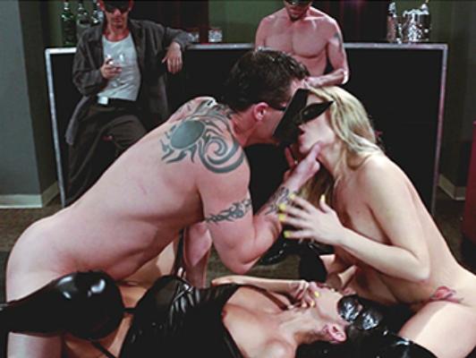 Imagen orgía sexual entre extraños máscaras