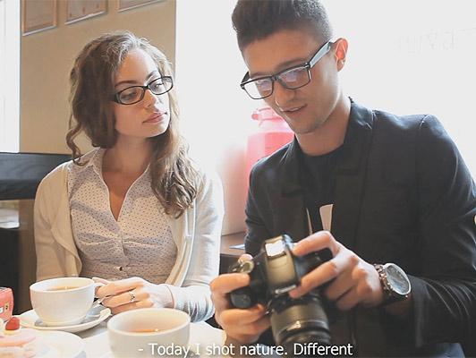 Imagen joven pareja de nerds follando por primera vez después de un encuentro casual en una cafetería