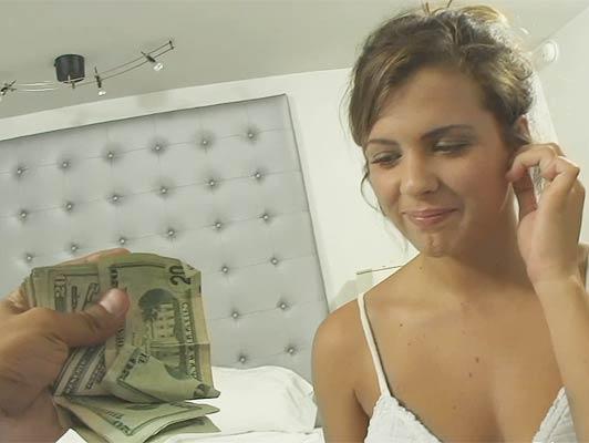 Imagen Tetona puta rubia y gallo comer un puñado de dinero