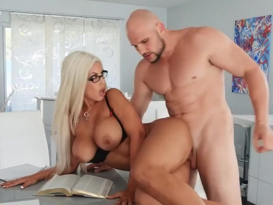 Imagen Tetona con gafitas busca sexo duro con un pollon