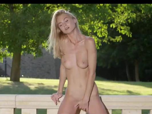 Imagen Adolescente de 18 años se masturba y llega al orgasmo