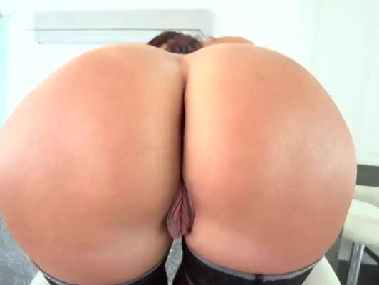 Imagen Culazo redondo de una milf que recibe creampie anal