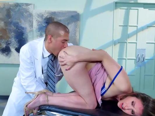 Imagen Doctor dilata el ojete de su secretaria