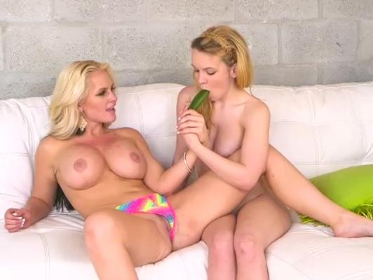 Imagen Lesbianas muy cachondas disfrutan de los vegetales