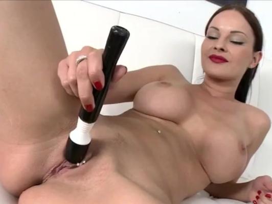Imagen Parejita jugando con un dildo antes de tener sexo