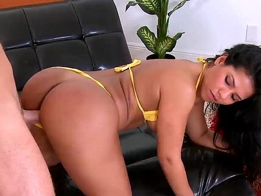 Imagen Follando a una morena en bikini cobn el culo lleno de lefa