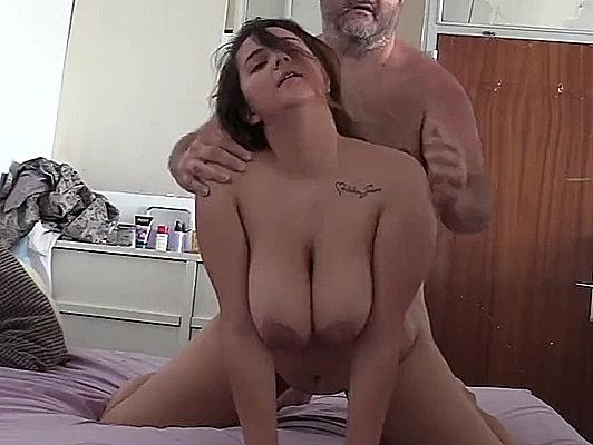 Imagen Porno español casero amateur tetona follada como una perra