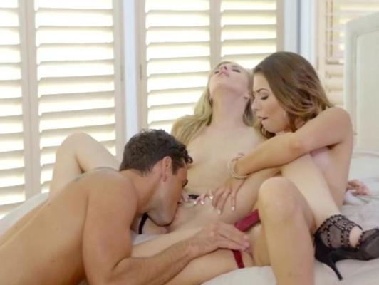 Imagen Trios con dos jovencitas bisexual