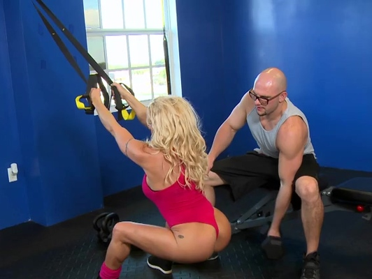 Imagen Sexo duro en el gimnasio con la entrenadora