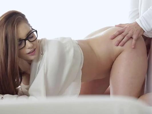 Imagen Adolescente con gafas quiere follar muy sensual