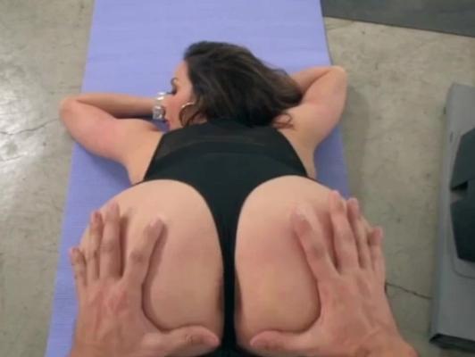 Imagen Gimnasio una madura se deja penetrar duro por su entrenador