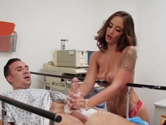 Imagen enfermera bien puta le chupa las polla a los enfermo
