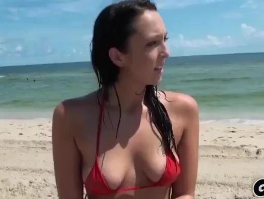 Imagen joven en la playa es convencida para follar en el hotel xxx